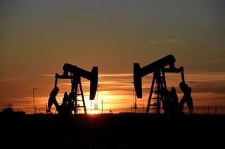 Operações de extração de petróleo em Midland, nos Estados Unidos