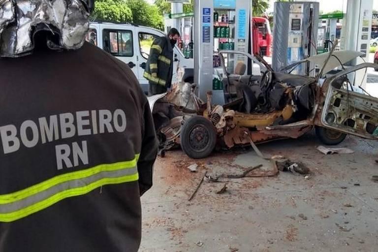 Destroços de carro que explodiu por conversão clandestina de veículo para GLP em Natal