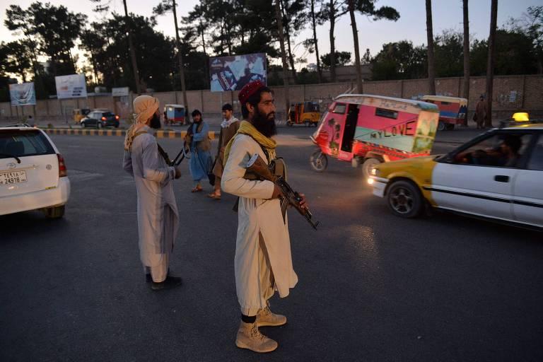 Talibã pendura corpos de supostos sequestradores em público no Afeganistão