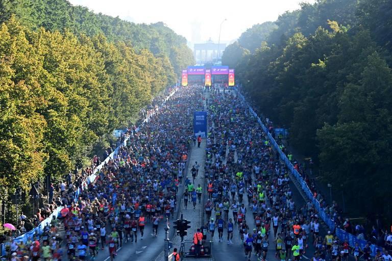 Atletas participam da Maratona de Berlim, que marca volta das maiores competições desde o início da pandemia de coronavírus