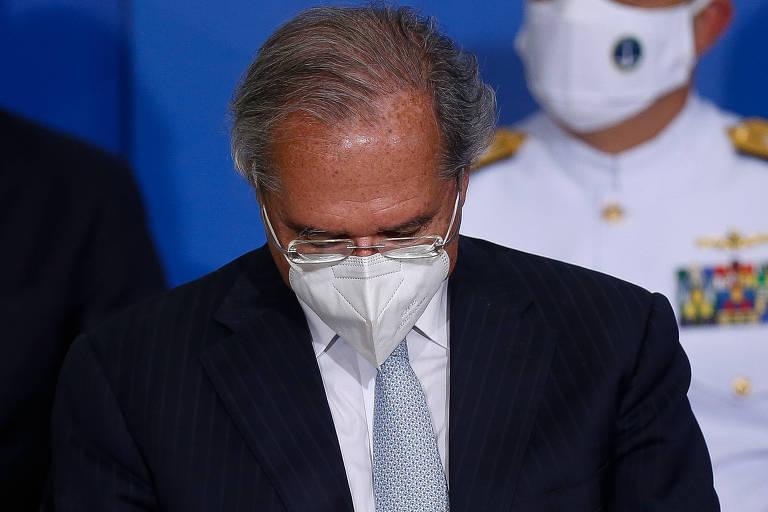 Paulo Guedes se mantém no Ministério da Economia oscilando entre defesa da pauta liberal e atendimento de interesses de Bolsonaro
