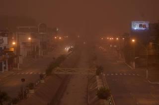 Nuvem de poeira atinge a cidade de Franca, no interior de SP