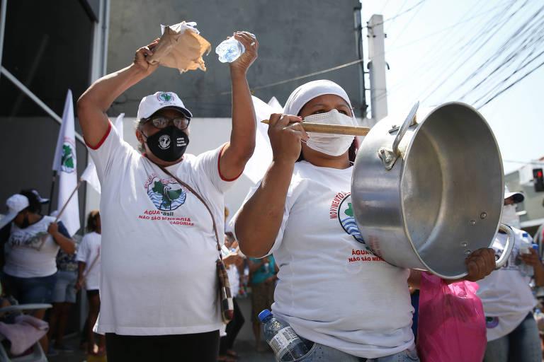 Manifestantes protestam contra alta da conta de luz