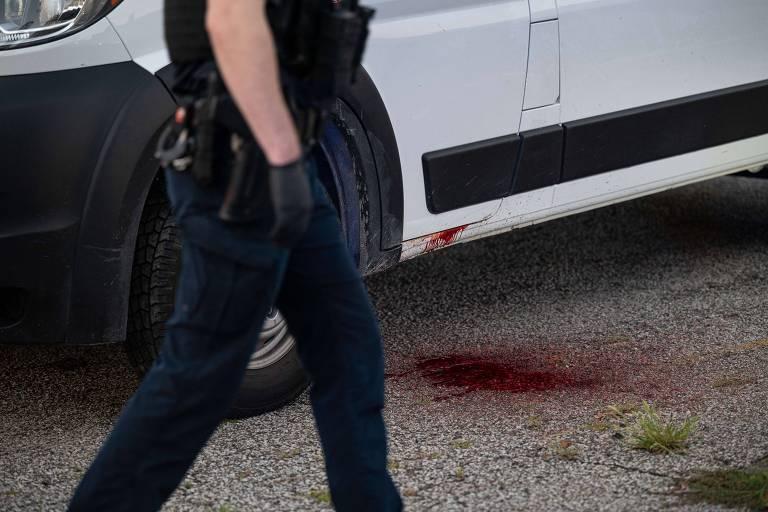 Agente investiga assassinato de motorista em Louisville, no estado do Kentucky, nos Estados Unidos