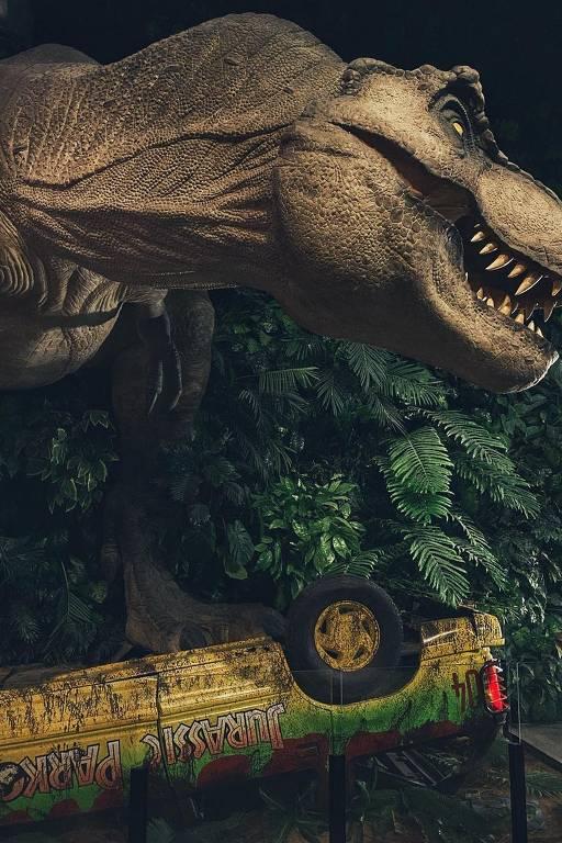 A estátua do tiranossauro rex foi usada primeiro na Comic Con Experience de 2017