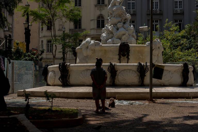 Praça Julio de Mesquita, no centro de SP, sofre com vandalismo