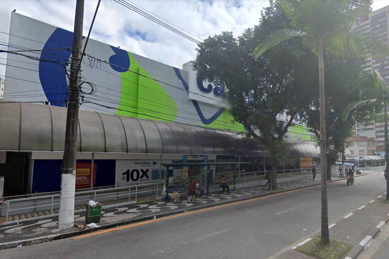 Homem fica 36 horas preso dentro de elevador no Carrefour, em Santos