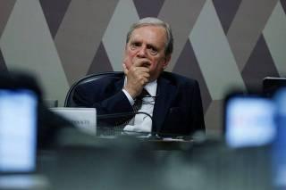 Senador Tasso Jereissati em comissão no Senado