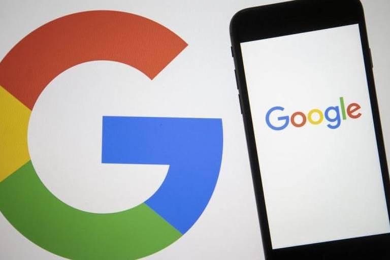 Celular com o logo da google e o G desenhado com azul, verde, amarelo e vermelho ao fundo