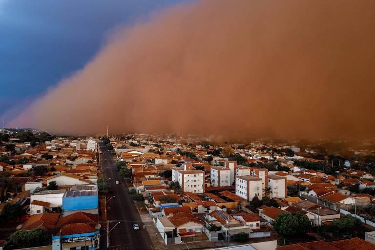 Tempestade de poeira assusta moradores do interior de SP e MG