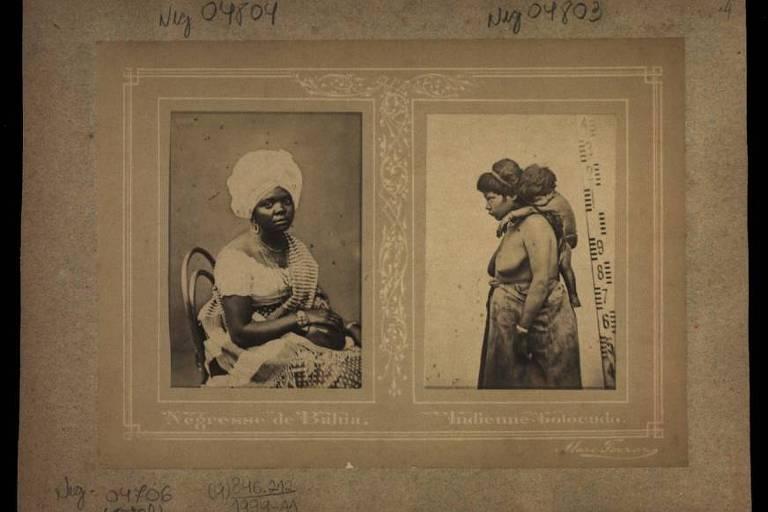 imagem em preto e branco mostra, à esquerda, mulher negra posando para foto sentada em uma cadeira. À direita, outra mulher negra com uma criança pendurada nas suas costas.
