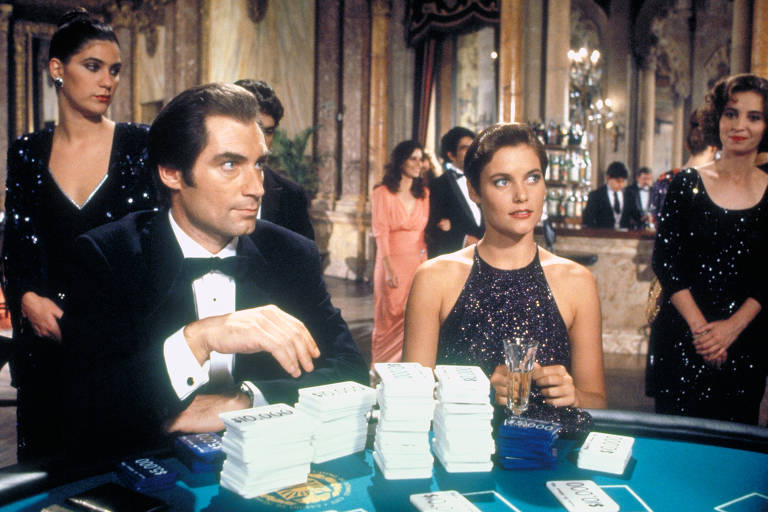 Na trama de '007 - Permissão Para Matar', Bond se infiltra em um grupo de pistoleiros para vingar a morte da mulher de seu melhor amigo