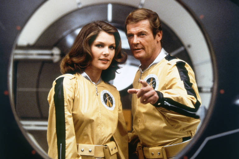 """Com o sucesso de 'Star Wars', os produtores da franquia de James Bond decidiram surfar na onda e produzir """"007 Contra o Foguete da Morte"""", filme com uma aventura espacial,"""