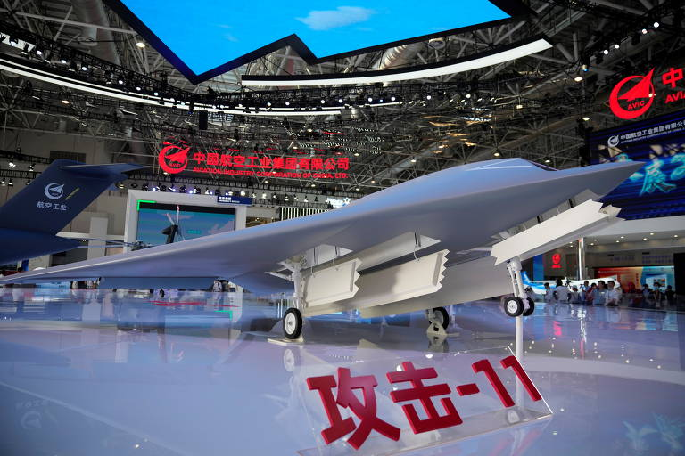 Modelo de drone armado furtivo GJ-11 no Airshow China 2021