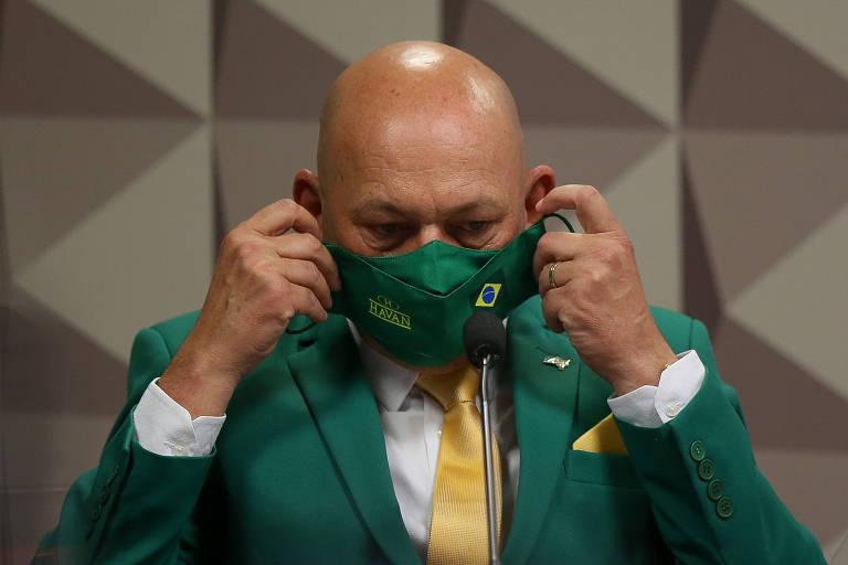 O empresário Luciano Hang durante depoimento na CPI, nesta quarta-feira (29)