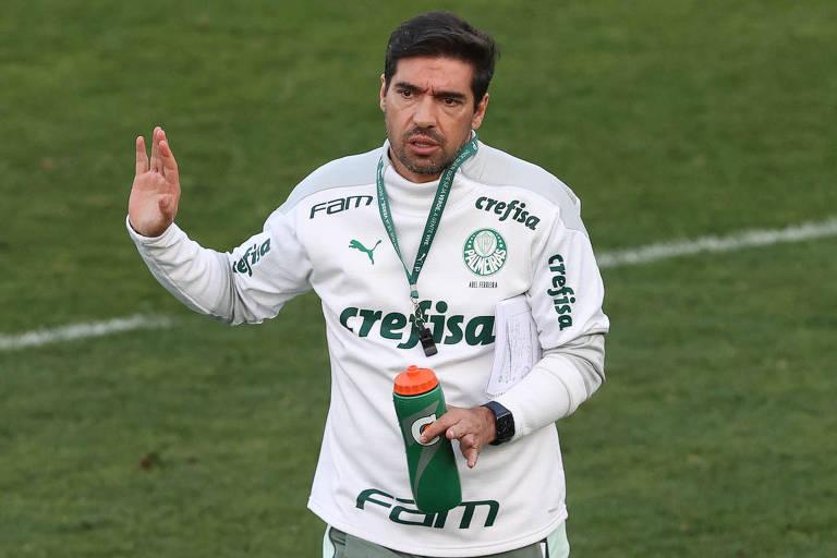 Abel Ferreira durante treinamento na Academia de Futebol do Palmeiras