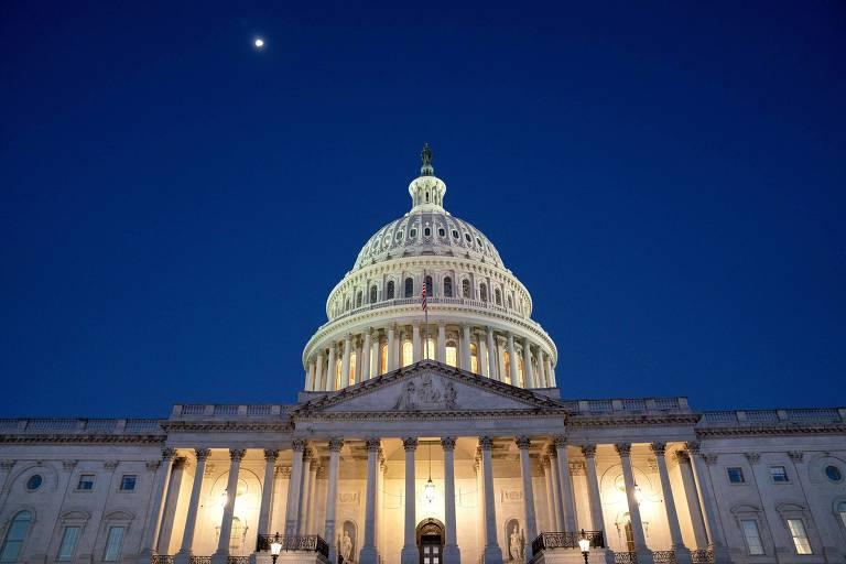 Impasse entre democratas trava planos de Biden e ameaça funcionamento do governo dos EUA