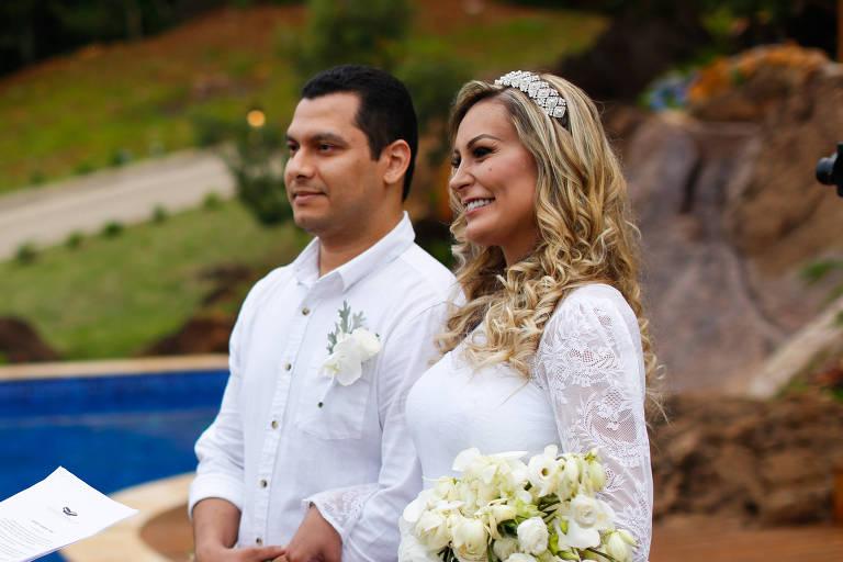 Andressa Urach surge em foto com ex-marido após acusações: 'Nos entendendo'