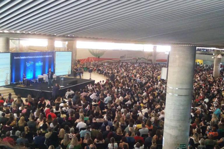Reunião com diretores de escolas estaduais de São Paulo tem aglomeração; evento foi convocado pelo governo Doria
