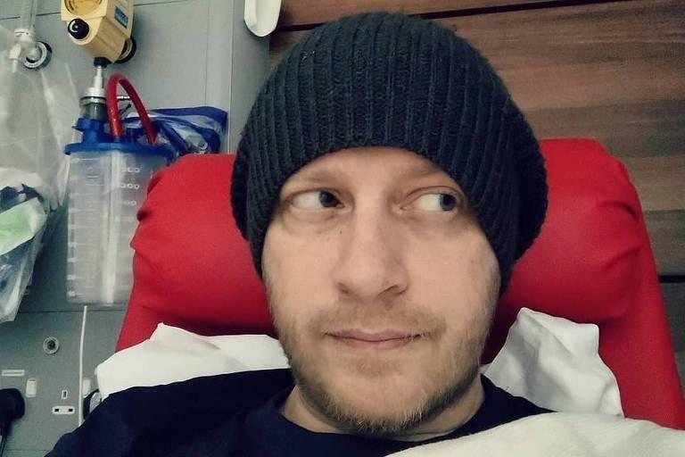 Vocalista da banda Delays morre devido a câncer de intestino