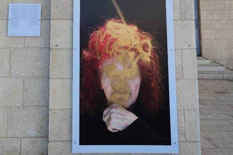 Vândalos antifeministas de Israel desfiguram imagens de mulheres nas ruas