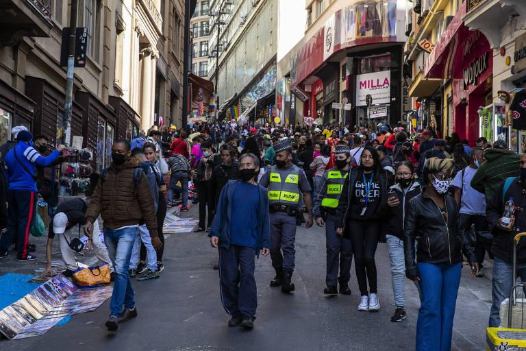 Rua 25 de Março, no centro de São Paulo