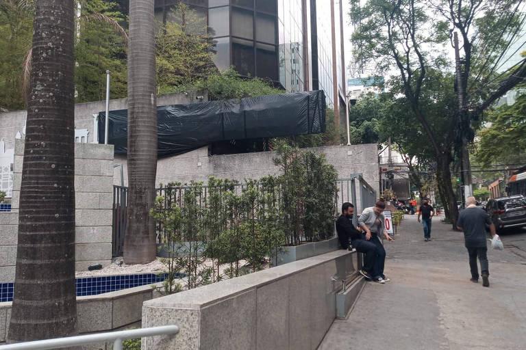 Prevent Senior cobre nome na fachada de unidades próximas do protesto contra Bolsonaro para evitar depredação