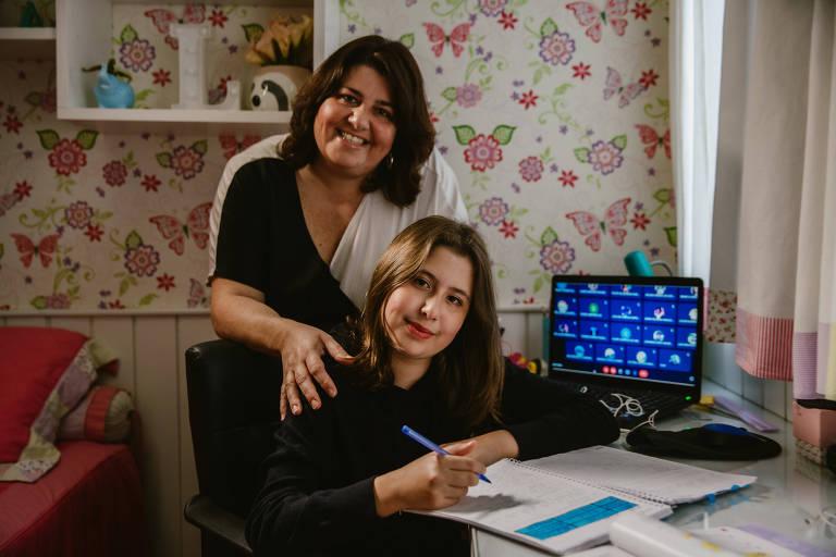 Karina  Pavarin decidiu que a filha Laura, 12, só retorna às aulas presenciais no próximo ano