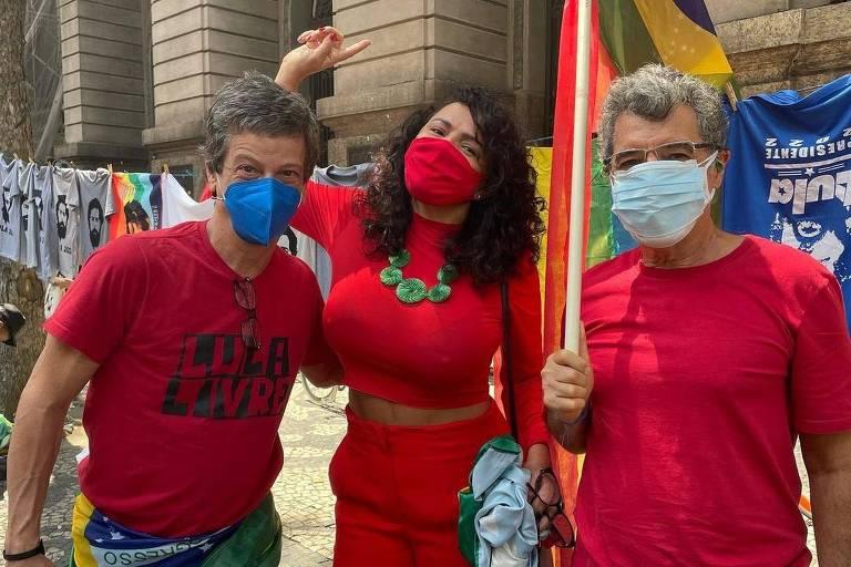 Famosos participam de atos contra Bolsonaro neste sábado (2)
