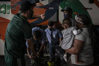 HAITIANOS DEIXAM O BRASIL
