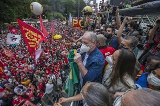 Ciro Gomes (PDT) discursa na av. Paulista em ato contra Bolsonaro