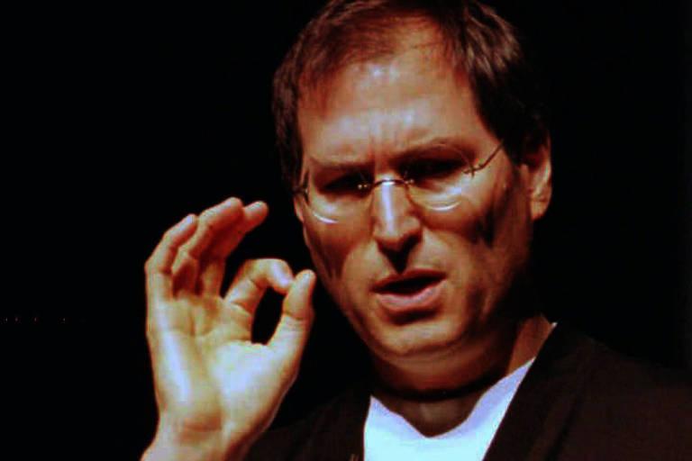 Conheça os feitos de Steve Jobs em livros, filmes e discursos