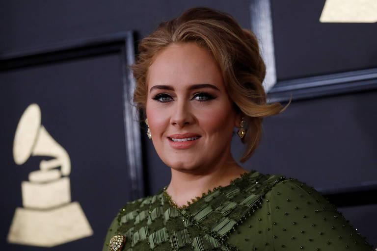 Adele compartilha trecho de nova música nas redes e enlouquece fãs