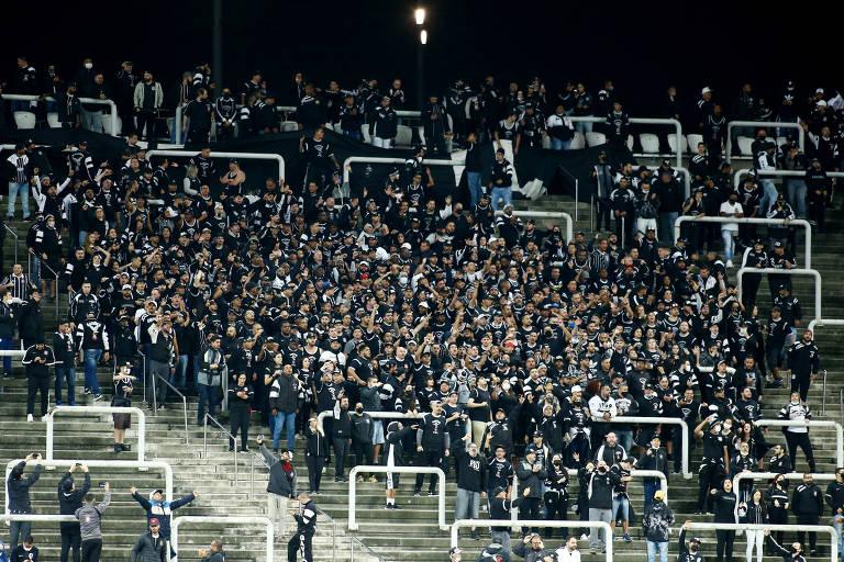 Volta da torcida ao estádio do Corinthians