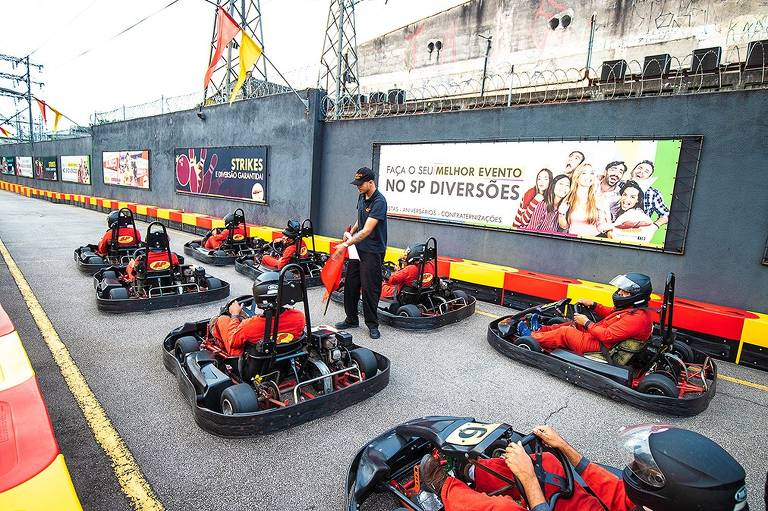 O SP Diversões oferece kart para as crianças; no espaço ainda há boliche, jogos, brinquedos nostálgicos e restaurante