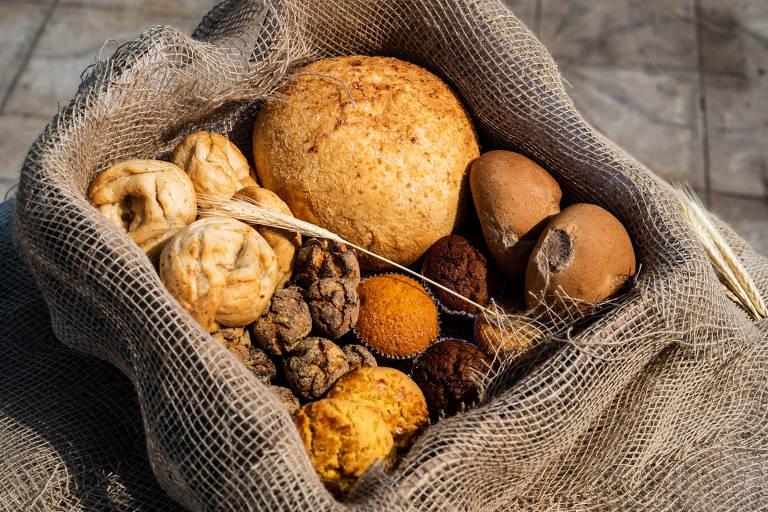 Cesta com produtos do Pão do Povo da Rua, que começou a ser vendida recentemente
