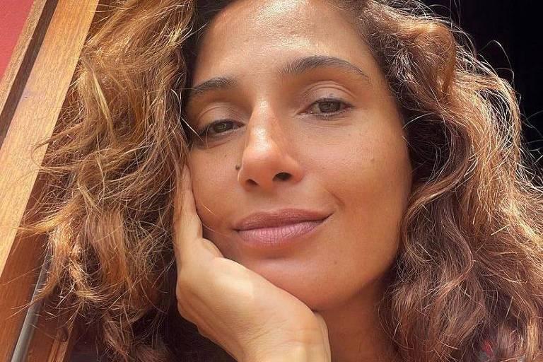 Camila Pitanga é criticada por namorar homem após relação homoafetiva
