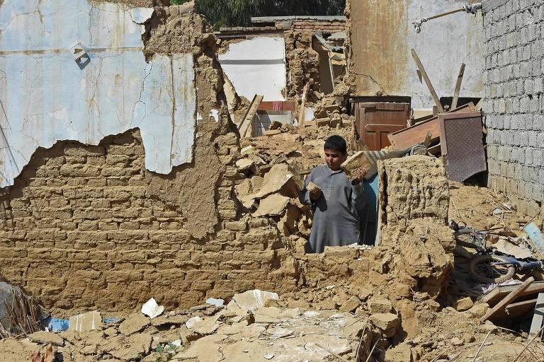 Terremoto no Paquistão de magnitude 5.9 deixa ao menos 20 mortos e 300 feridos