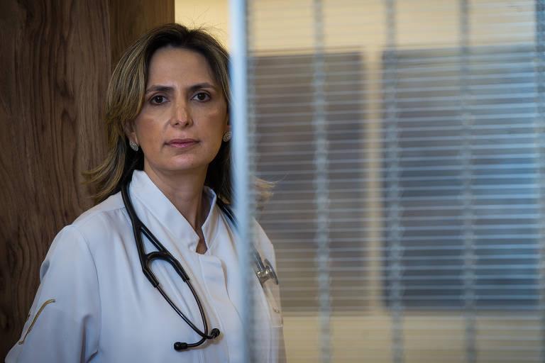 A médica cardiologista Ludhmila Hajjar, em seu consultório na Vila Nova Conceição, em São Paulo