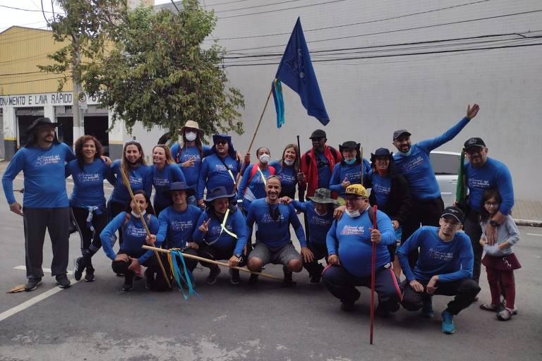 Carnaval em Romaria: membros de escolas de samba fazem peregrinação para Aparecida (SP)
