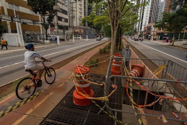 Veja fotos do buraco na ciclovia da avenida Berrini