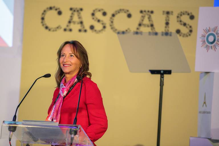 """Ségolène Royal, ex-ministra do ambiente da França, negociadora internacional de políticas ambientais e presidente da COP-21 em Paris, durante a conferência """"Future of Politics"""", em Cascais, Portugal, em 30 de setembro de 2021"""