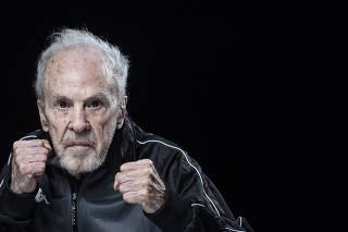 ***Especial FOLHA Domingo***Retrato do ex pugilista Eder Jofre,85, na casa de sua filha no Campo Limpo. Eder entrara para o  Hall da Fama dos EUA