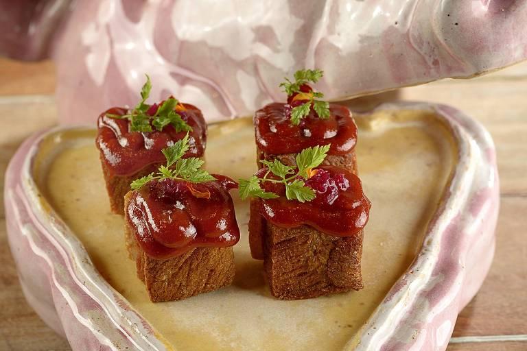 Torresmo de pancetta com goiabada é um dos destaques do menu da Casa do Porco