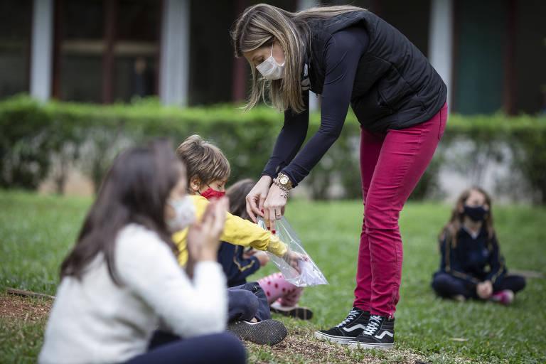 No colégio Santa Cruz, as crianças têm passado mais tempo nas áreas externas do que em sala de aula
