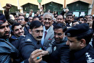 FILE PHOTO: Pakistani nuclear scientist Abdul Qadeer Khan is surrounded by policeman and lawyers after addressing lawyers convention in Rawalpindi