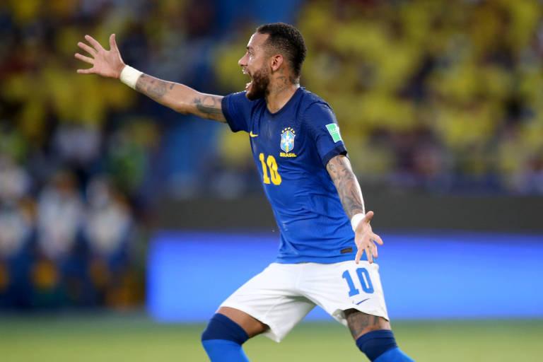 Neymar reclama durante partida entre Brasil e Colômbia