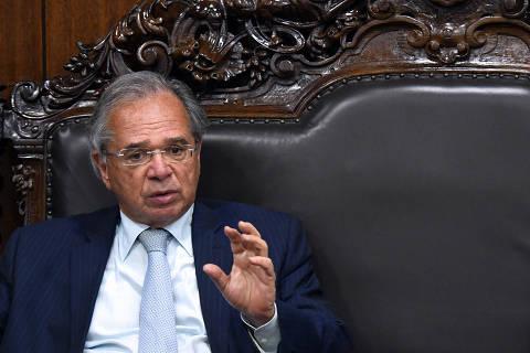 Ministério da Economia tem clima de derrota e insatisfação com Auxílio Brasil furando teto
