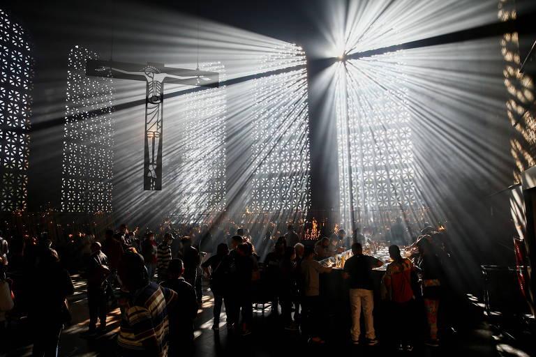 Missa reúne fiéis em Aparecida no Dia de Nossa Senhora