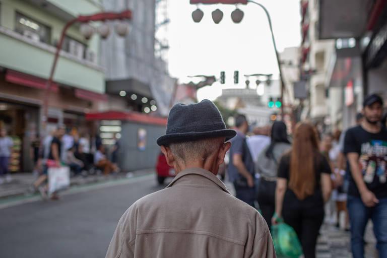 Envelhecer em país estrangeiro é fenômeno cada vez mais comum